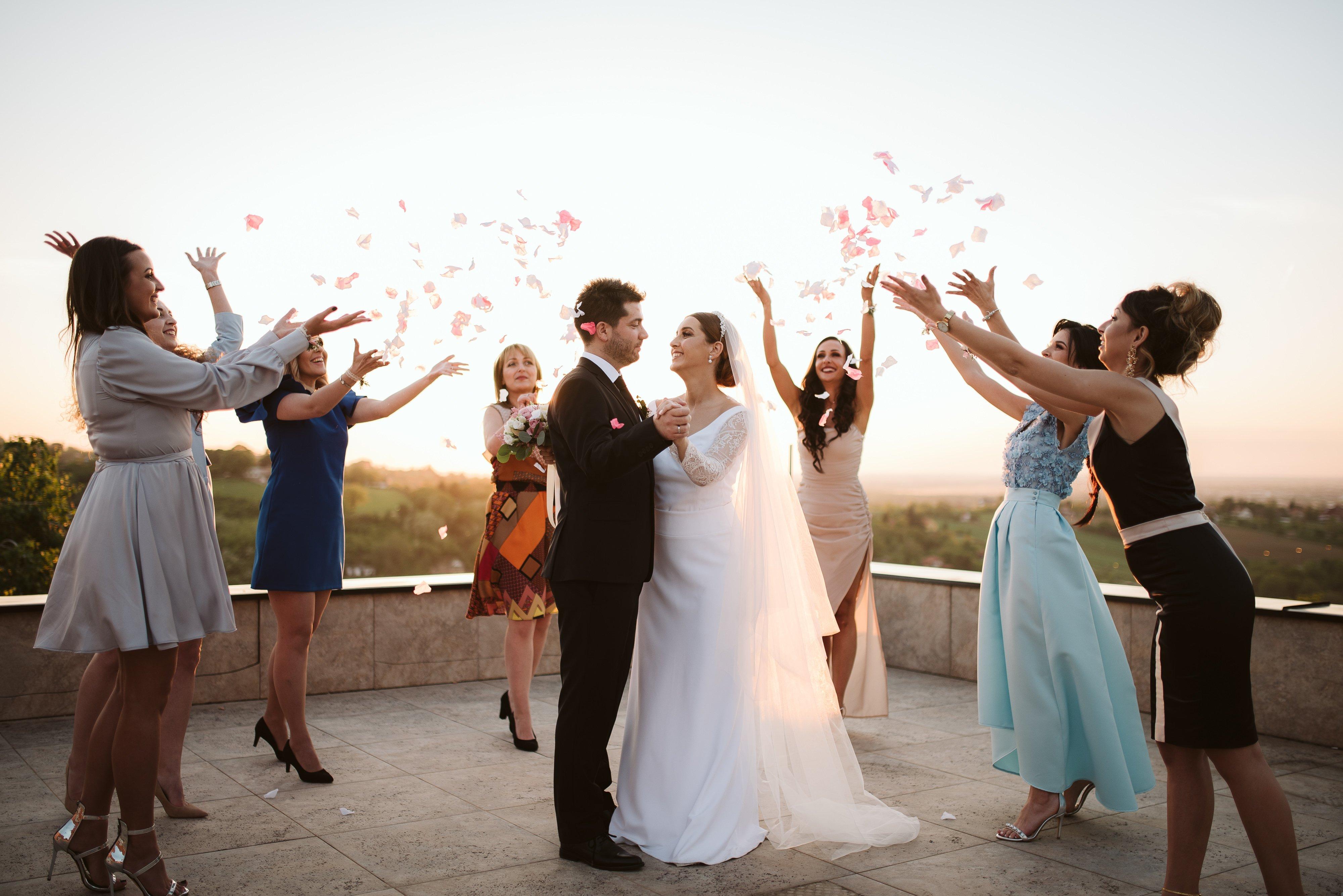Bridesmaids do a Petals toss in Club Reset Sremska Kamenica